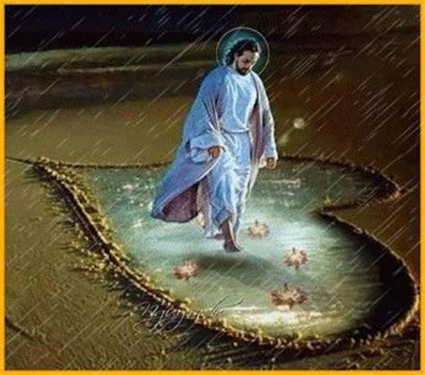 Imagenes de Jesús con movimiento bajo la lluvia ...