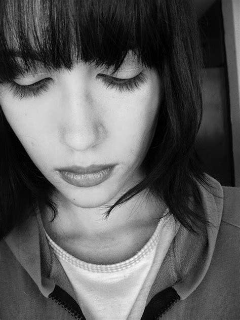 Imagenes Sin Copyright: Tristeza de una mujer joven
