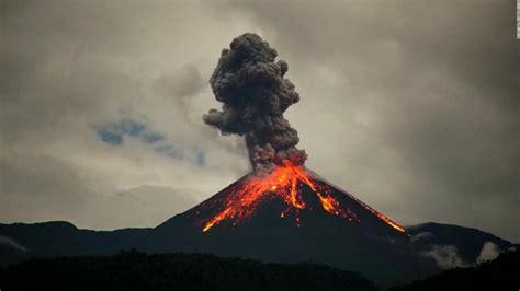 Impresionantes imágenes de la erupción de un volcán en ...
