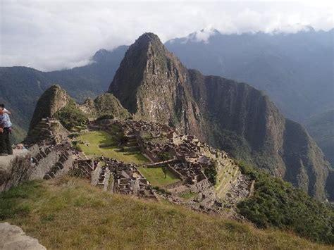 INCREIBLE!!! Las montañas al fondo forman el perfil del ...