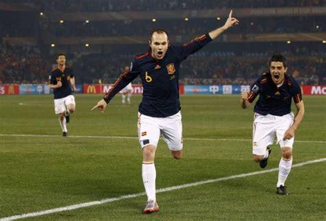 Iniesta celebra su gol en el partido de Chile | Qué.es