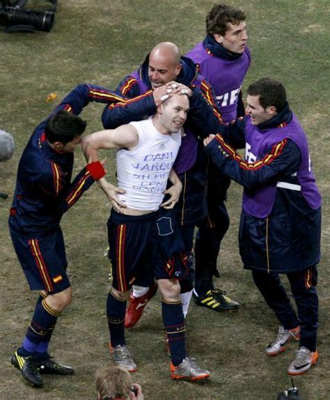 Iniesta, felicitado tras su gol en la Final del Mundial ...