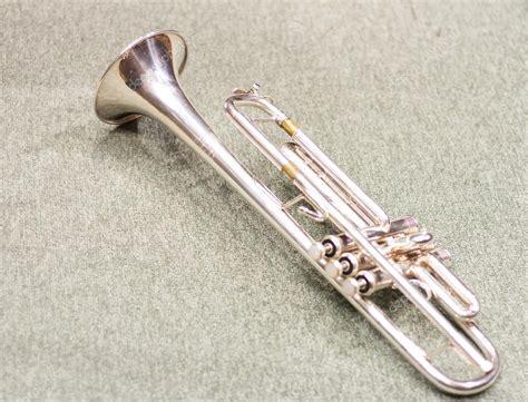 Instrumento de viento. Trompeta. Sala de conciertos ...