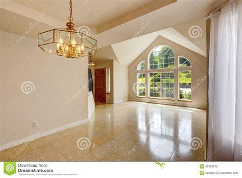 Interior Vacío Moderno De La Casa Con El Suelo De Baldosas ...