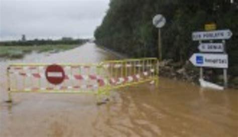 Inundaciones y carreteras cortadas por la lluvia en ...
