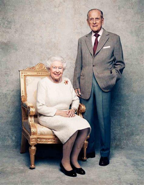 Isabel II de Inglaterra y el Duque de Edimburgo celebran ...