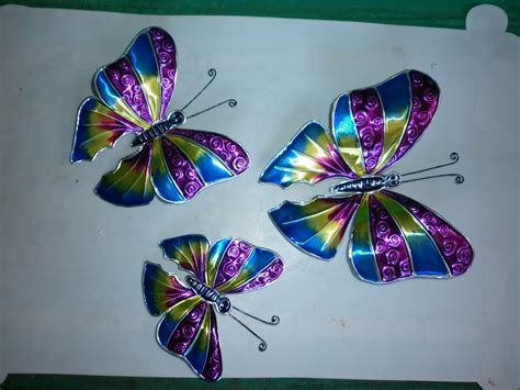 Isaramau: Mariposas grandes en repujado