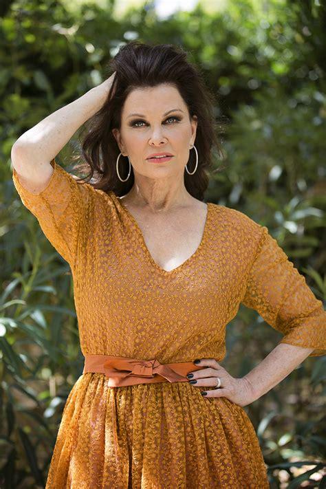 Jane Badler: 'Me he sentido igual besando a una mujer que ...