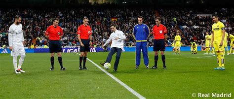 Javier Fernández took the honorary kick-off before Real ...