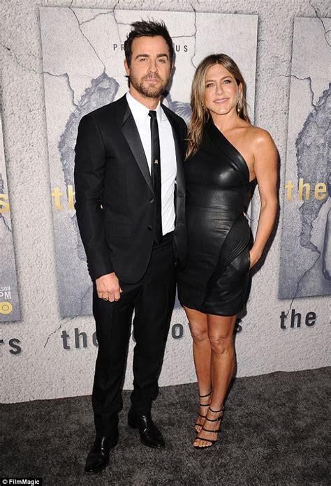 Jennifer Aniston and Justin Theroux enjoy dinner in Malibu ...