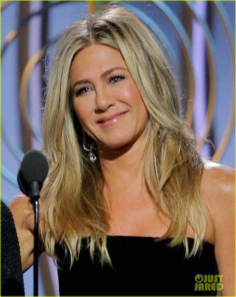 Jennifer Aniston Gets Roasted by Carol Burnett On Stage at ...