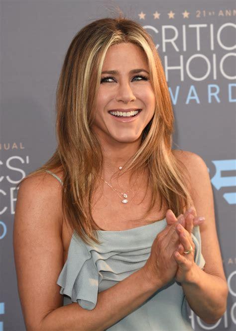 Jennifer Aniston s Hair at the 2016 Critics  Choice Awards ...
