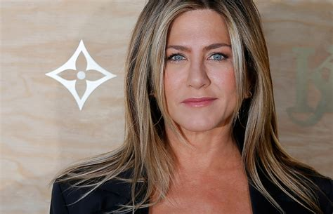 Jennifer Aniston says 'Friends' couldn't happen today | AM ...