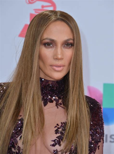 Jennifer Lopez and Marc Anthony kiss on stage at the Latin ...