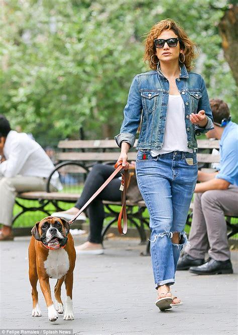 Jennifer Lopez enjoys walk with boyfriend Casper Smart and ...