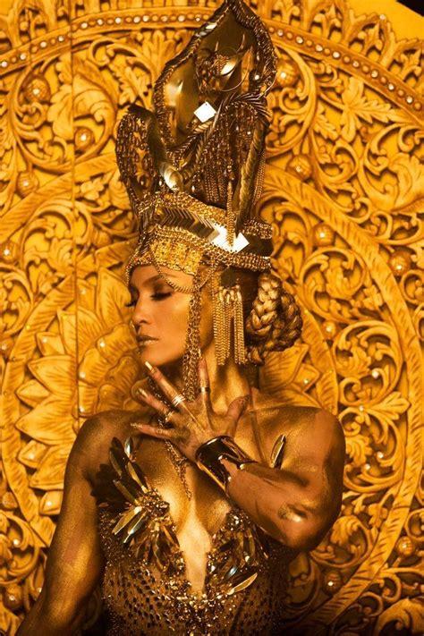 "Jennifer Lopez in a Laurel DeWitt crown for the ""El Anillo ..."