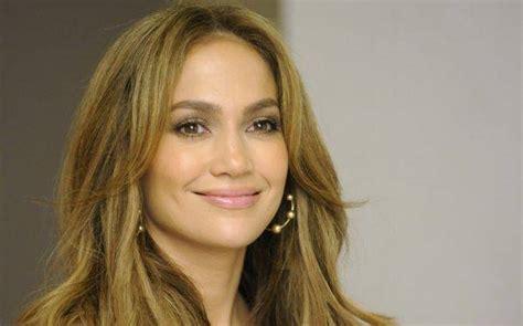 Jennifer López preocupada por los 18 años que le lleva a ...