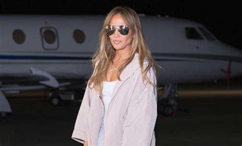 Jennifer Lopez recupera el icono de Guess para su último ...