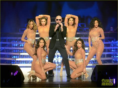 Jennifer Lopez Surprises Crowd at Pitbull s Vegas Show ...