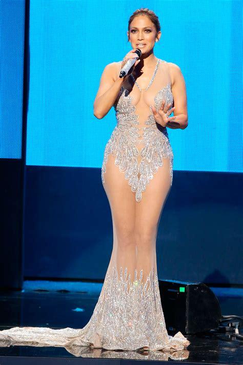 Jennifer Lopez thay liên tục 10 bộ cánh tại American Music ...