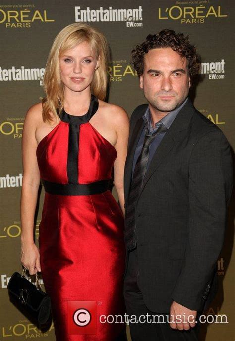 johnny galecki dating kelli garner