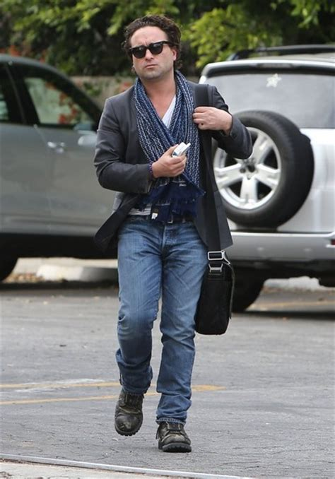 Johnny Galecki Pictures - Johnny Galecki Stops By An ...