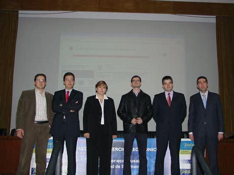 Juan Manuel Corchado  Izda.  junto a los representantes de ...