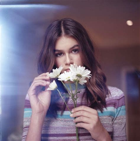 Kaia Gerber Stars in a New Marc Jacobs Daisy Campaign ...
