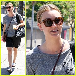 Kaley Cuoco Makes First Official Post Split Appearance ...