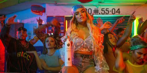Karol G quiere que muevas las caderas a ritmo de reggaeton ...