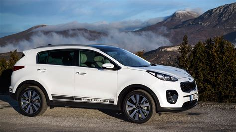 Kia Sportage First Edition 2.0 CRDi (2016) review by CAR ...