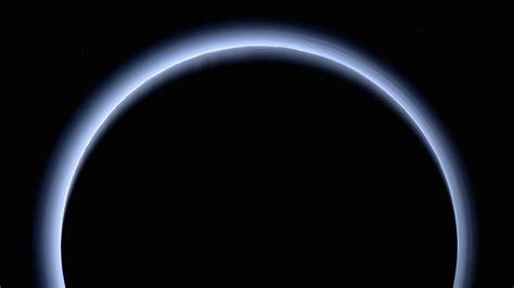 La atmósfera azul de Plutón a máxima resolución ...