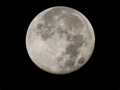 La atmósfera de la Luna tiene neón