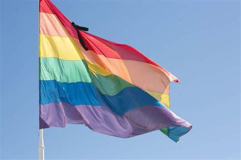 La bandera arcoíris ondeará un día más en la capital con ...