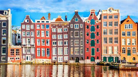 La belleza de los canales y los edificios de Ámsterdam