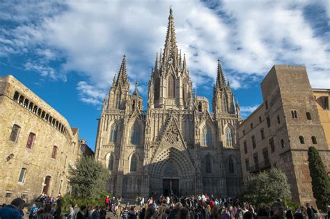 La Catedral Del Mar In Barcelona Editorial Photography ...