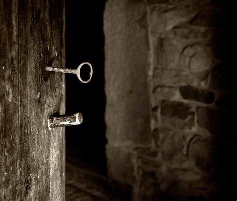 LA ENVIDIA DE AFRODITA: Puerta cerrada