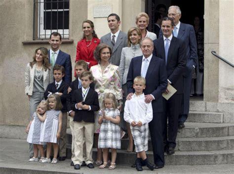 La Familia Real, al completo, asiste a la Primera Comunión ...