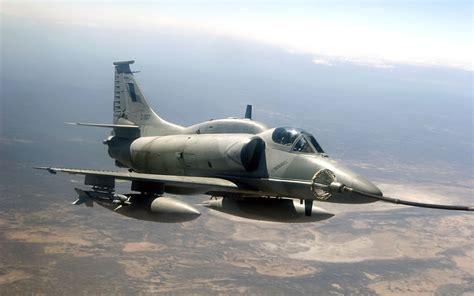 La Fuerza Aerea Argentina incorporo nuevos halcones ...