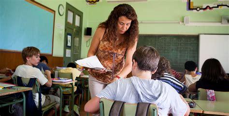 La Generalitat convocarà oposicions per a 2.000 docents ...