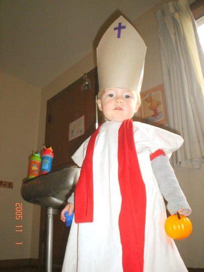 La Iglesia quiere que los niños se disfracen de santos en ...