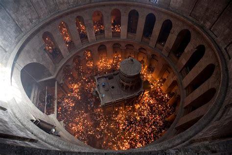 La losa de la tumba de Jesucristo, retirada por primera ...