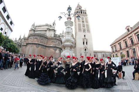 La moda flamenca se reinventa en SIMOF 2015 de Sevilla