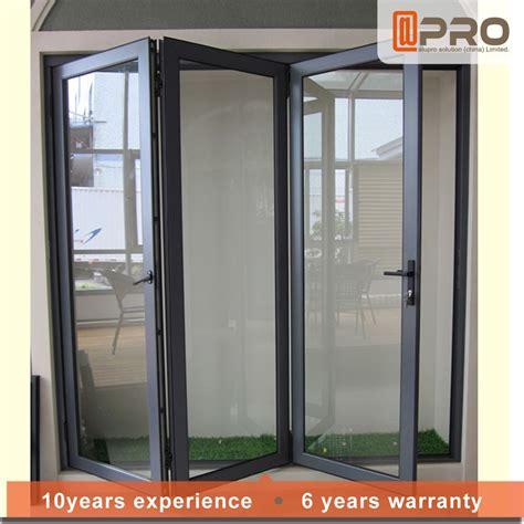 La moda moderna puerta de entrada de vidrio acordeón ...