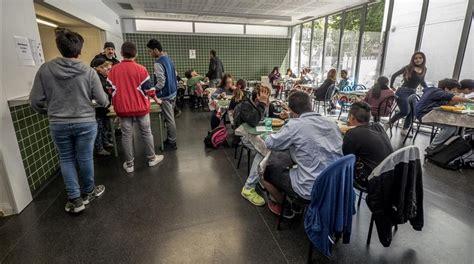 La necesidad de comedores en los institutos llega al Parlament