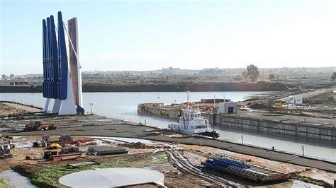 La nueva esclusa del Puerto opera ya «plenamente ...