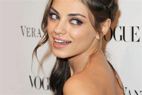La otra novia de América: el estilo de Mila Kunis ...