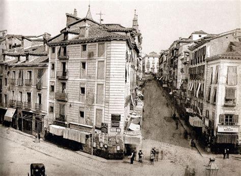La Puerta del Sol a principios del siglo XIX  Madrid ...