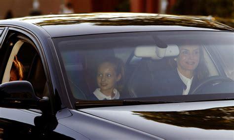 La reina Letizia acompaña a la princesa Leonor y la ...