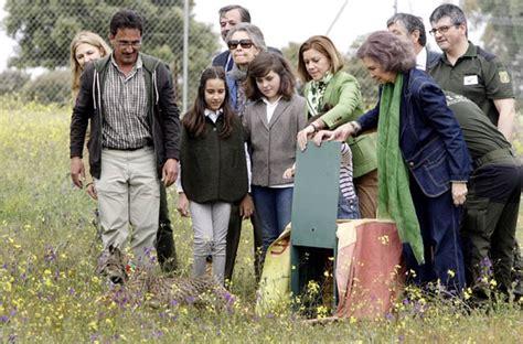 La reina Sofía y Cospedal apoyan la reintroducción del ...